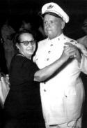 Корнелио Рохас, полковник от кубинската полиция (на снимката танцува със съпругата си), изчезнал скоро след битката при Санта Клара. Полковник Рохас бил филантроп и опора на обществото в града. Въпреки това бил пленен от въстаниците на Че, без семейството му да знае какво се е случило с него. Взводът за разстрел на Гевара екзекутирал полковника по телевизията, на живо пред очите на семейството му. За по-драматичен ефект, камерите показали отблизо разбитата му глава. Съпругата му, с която живял четиридесет години, получила сърдечен удар при гледката и починала.